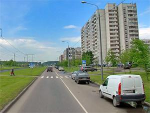 На переходе через улицу Андреевку сбили девушку