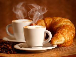 Кондитерская «Русский лес» угощает кофе с круассанами
