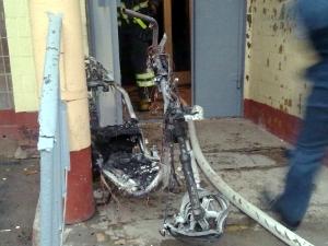 Из-за горевшего скутера эвакуировали жильцов дома