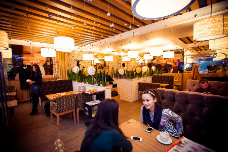 К 8 Марта в кафе «КофеТун-СушиТун» на Панфиловском подготовили подарки