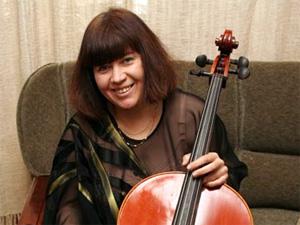 Суд обязал виолончелистку выселить собак из квартиры