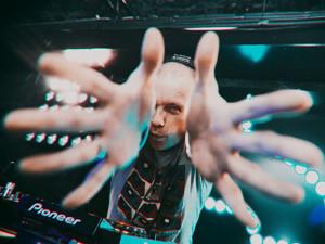 DJ Грув, молодежный фестиваль, «Капля счастья», хор Пятницкого, «Человек ноября»