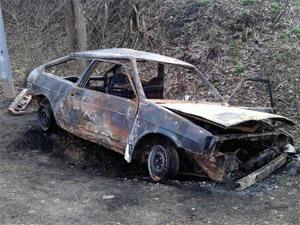 У 16-го микрорайона жестоко избили водителя и сожгли его машину