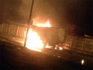 Неуправляемый горящий грузовик проехал по Восточной промзоне