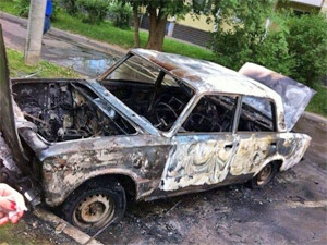В 12-м микрорайоне сгорел автомобиль