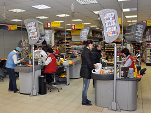 Мошенники закупались в магазинах по фальшивым кредиткам