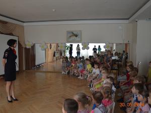Автоинспекторы в преддверии Международного дня защиты детей посетили детский сад №1739