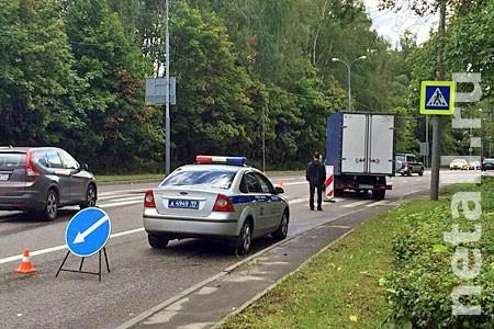 Фургон сбил 83-летнюю женщину на Сосновой аллее