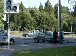 Такси вылетело на тротуар на Панфиловском проспекте