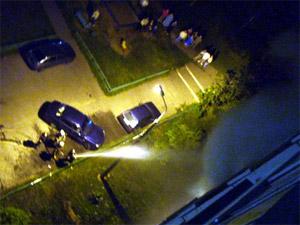 Из-за пожара десятки жильцов оказались ночью на улице