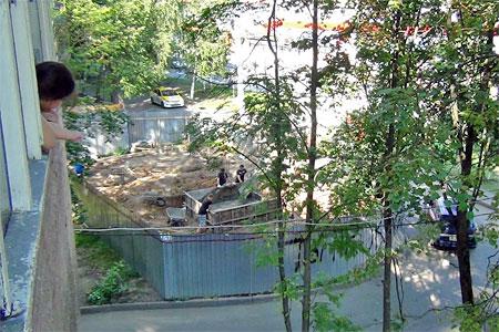 Под окнами пятиэтажки в Андреевке хотят построить два здания