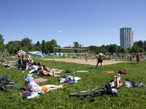 На городских пляжах начнут продавать мороженое