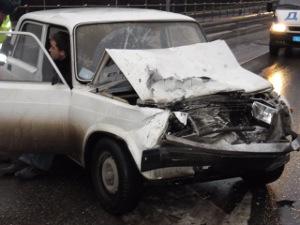 На Панфиловском проспекте «семерка» «догнала» две машины