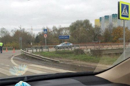 Дорогу у Жилино перекрывали из-за найденного на обочине современного артиллерийского снаряда