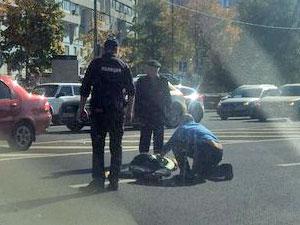 Пьяная женщина перебегала дорогу с ребенком и попала под машину