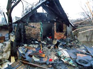 На Заводской улице сгорела хозпостройка