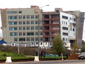 Поликлинику в 20-м районе откроют только в июле