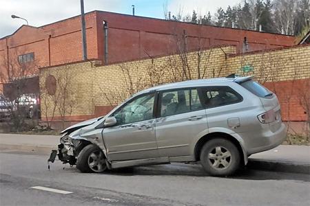 Пьяный водитель внедорожника устроил аварию на Железнодорожной улице