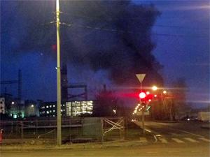 В Северной промзоне сгорел ангар с железнодорожным вагоном