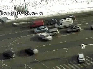 На перекрестке Панфиловского проспекта и Филаретовской улицы столкнулись три машины