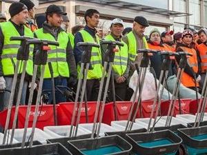 Из-за оттока мигрантов коммунальщикам посоветовали забыть о гастарбайтерах
